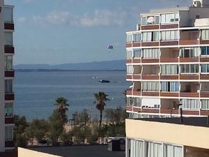 RÉSERVÉ - Vend bel appartement à Santa Margarita totalement rénové avec vue mer