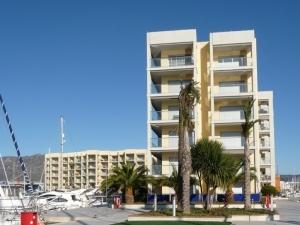 Ref H / 130 - Vente appartement dans résidence privée avec jardin et piscine