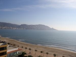 102 - Vend grand studio de 25 m2 + 9 m2 de terrasse avec fantastique vue mer