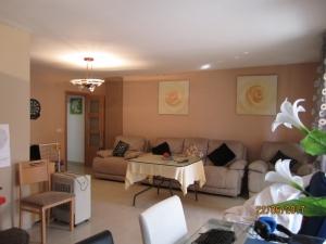 Ref. H/121 - Vend grand appartement a Roses renove avec materiaux de qualite