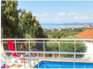 Preciosa xalet amb vistes al mar, piscina i jardí