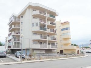 Ampli apartament a 200 metres de la platja