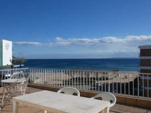 141 - Front line apartment with sea views