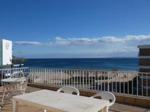 141 - Apartamento en primera linea con vistas al mar